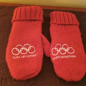 🌹 2 for $30 💘 2010 Vancouver Olympic Mittens